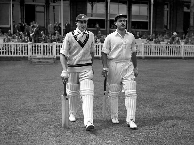 2 cricket players